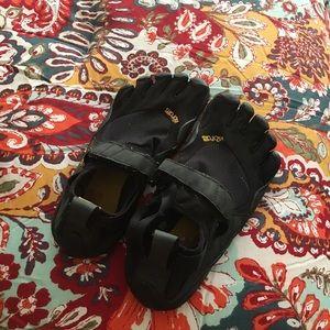 Size 10 vibram toe shoe